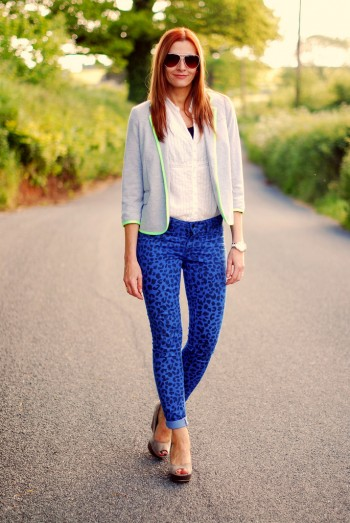 Electric blue pants can spice up your light coloured outfit