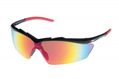 Spots sunglasses emphasis to gives the wearer a clear visibility.