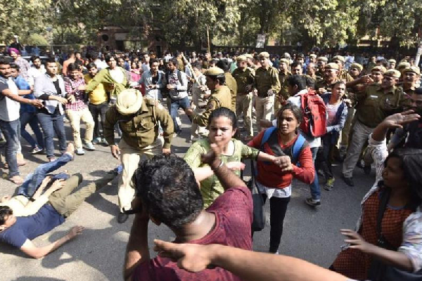 Police and ABVP in Ramjas College