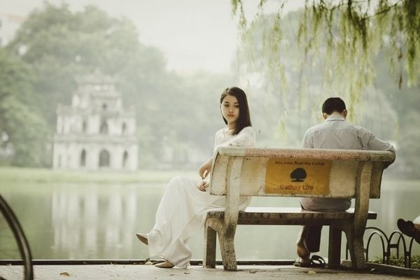5 Signs that your relationship has hit the expiry date