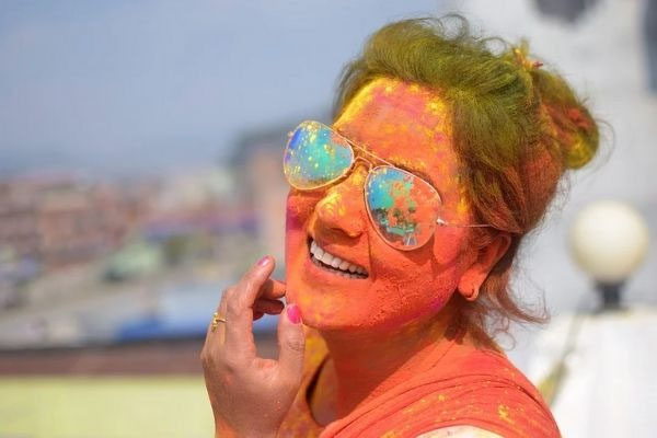 5 Ways To Protect Your Skin From From Holi Colours