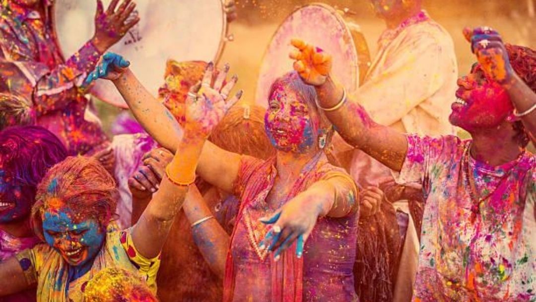 Quirks Of Indian Life: 15 Things You Can Do In India, But Never Abroad